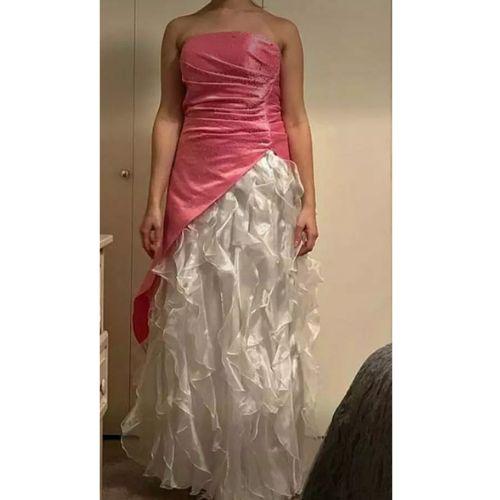 Oto najbrzydsza suknia ślubna świata. Wygrywa wszystkie rankingi