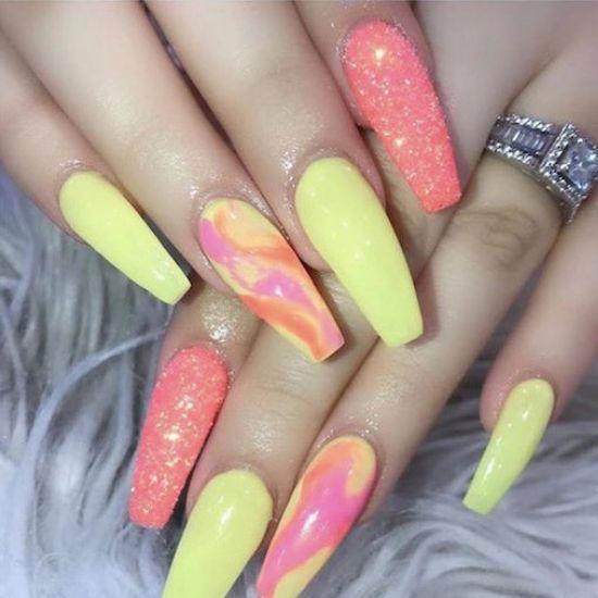 Poprosiła manikiurzystkę o dokładnie takie paznokcie. Efekt okazał się fatalny