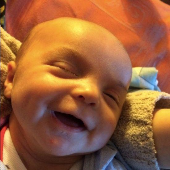 7-tygodniowy niemowlak w pełnym makijażu. Będzie ci się śnił po nocach