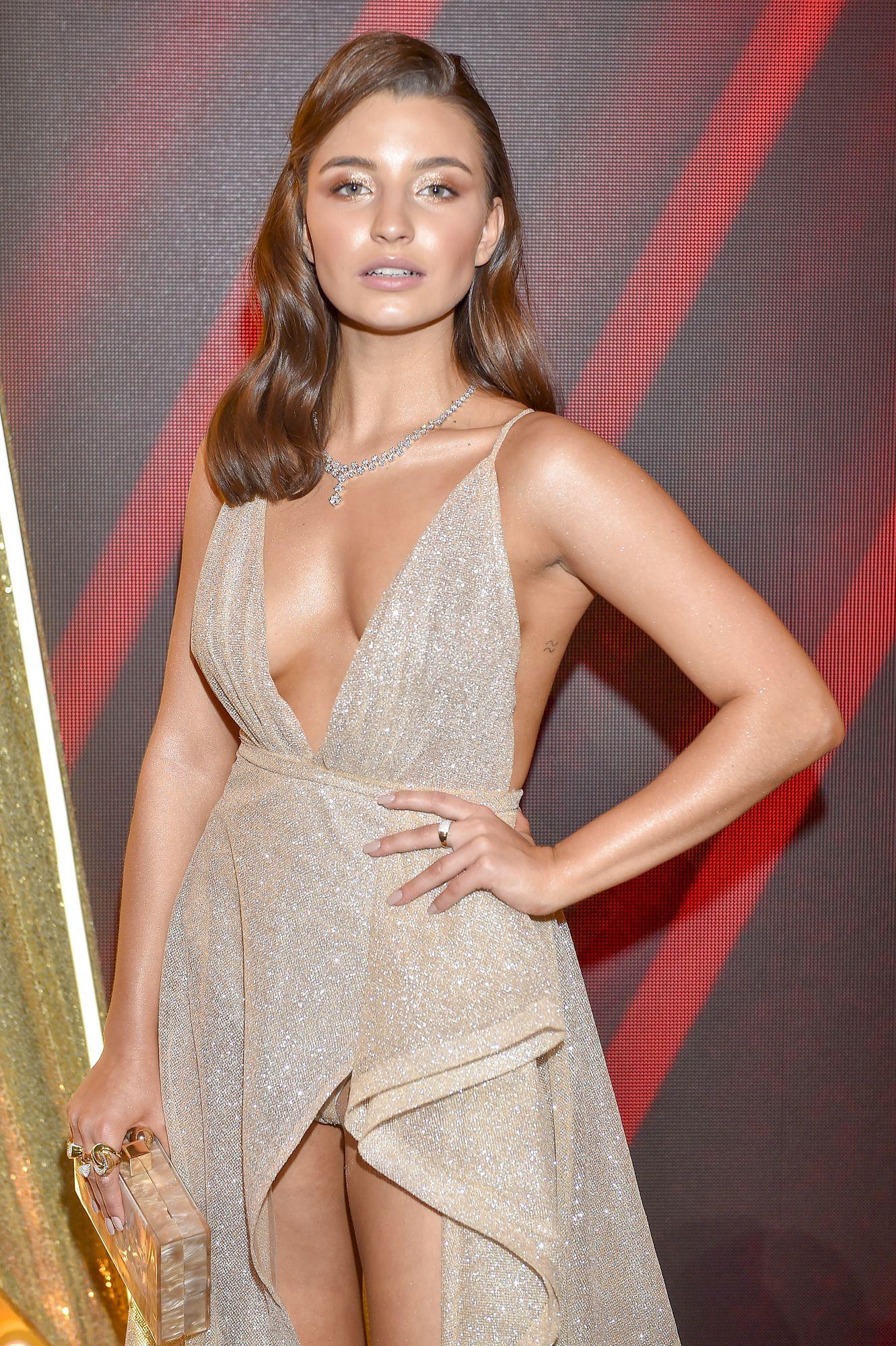 Julia Wieniawa chyba zbyt dosłownie potraktowała nowy trend w stylizacji włosów