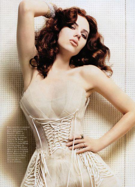 Więcej Scarlett Johansson dla Vogue'a