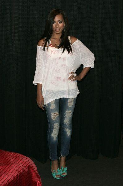 Solange Knowles w podartych dżinsach