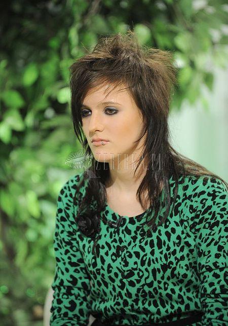 Co się stało z włosami Toli?