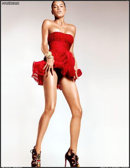 Adriana Lima prawie bez makijażu