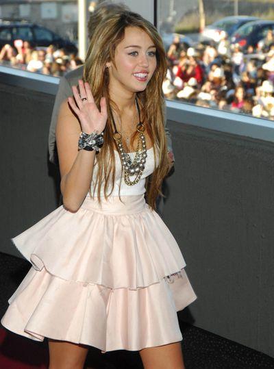 Falbaniasta spódnica Miley Cyrus
