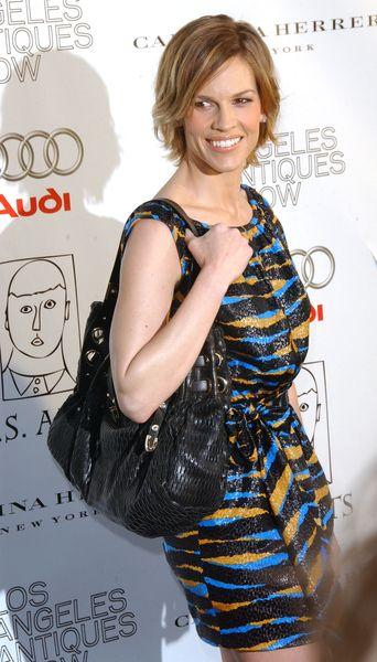 Hilary Swank z torebką Jimmy Choo