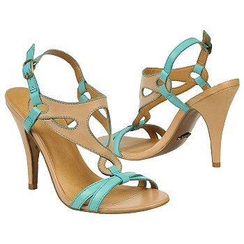 Sandały zaprojektowane przez Fergie
