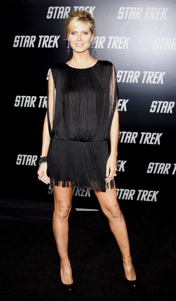 Heidi Klum: brzuszek pod frędzlami