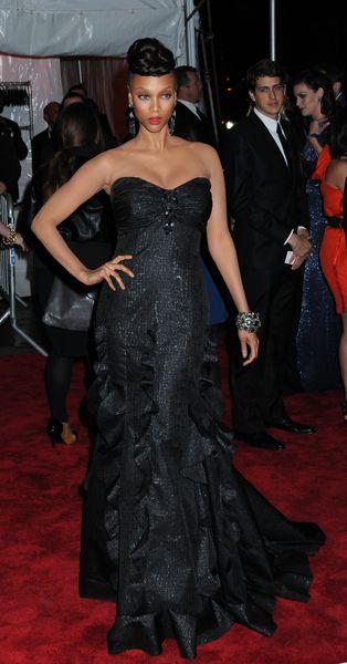 Jessica Alba, Tyra Banks i ich fryzury