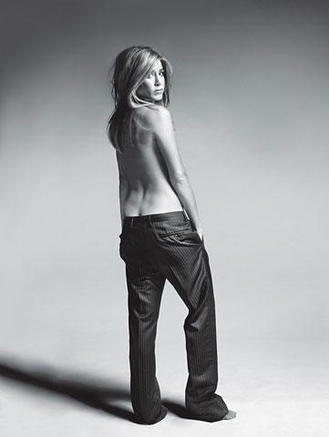Jennifer Aniston wśród nagich ciał