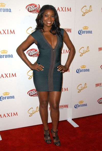 Bandażowe sukienki na imprezie Maxima