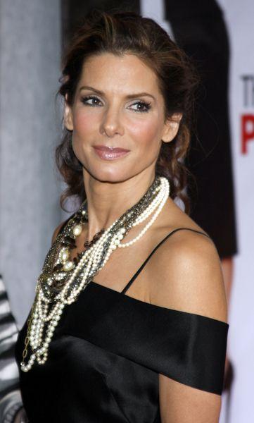 Sandra Bullock postawiła na biżuterię