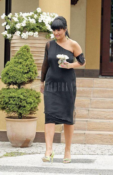Iwona Pavlovic w czerni na ślubie