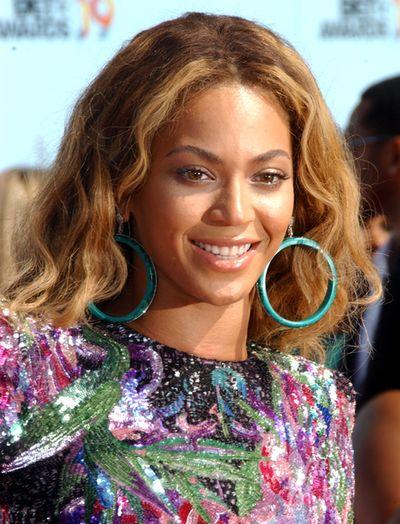 Beyonce w mini od Balmain