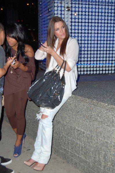 Podarte dżinsy Khloe Kardashian