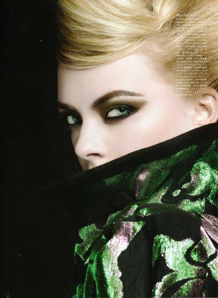 Jesienny makijaż dla blondynki