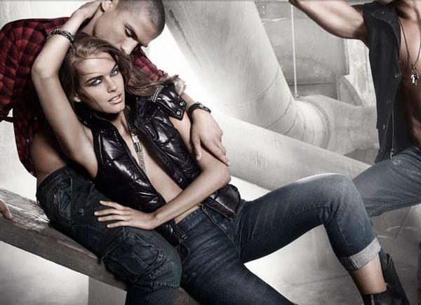 Seksowna reklama Armani Exchange
