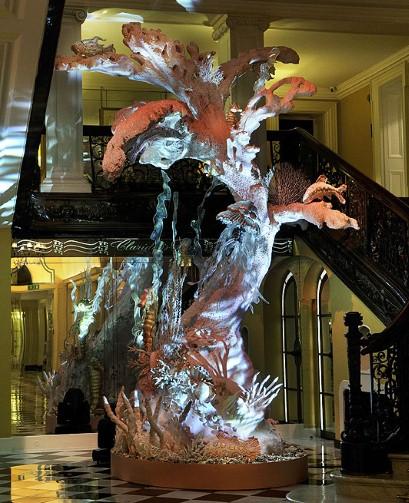 Świąteczne drzewko Johna Galliano
