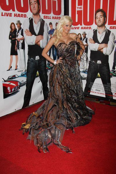 Holly Madison w dziwacznej sukni