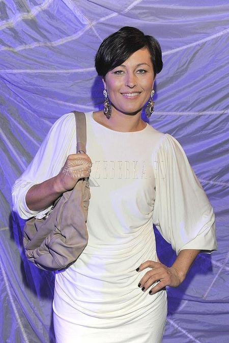 Beata Sadowska w bieli