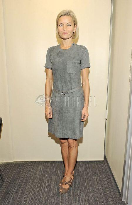 Małgorzata Foremniak w zamszowej sukience