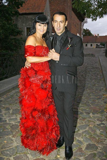 Iwona Palovic w czerwieni do ślubu