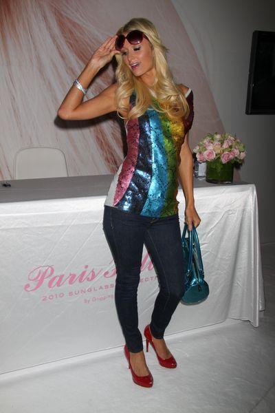 Paris Hilton w kolorach tęczy