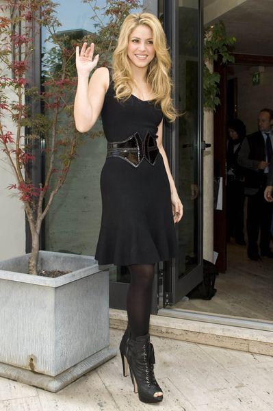 Shakira w czerni