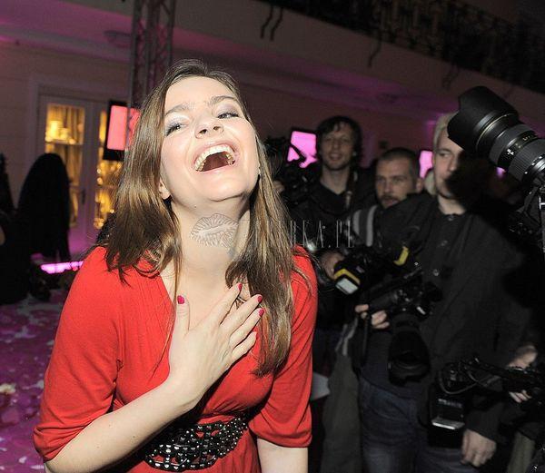 Marysia Niklińska w czerwieni