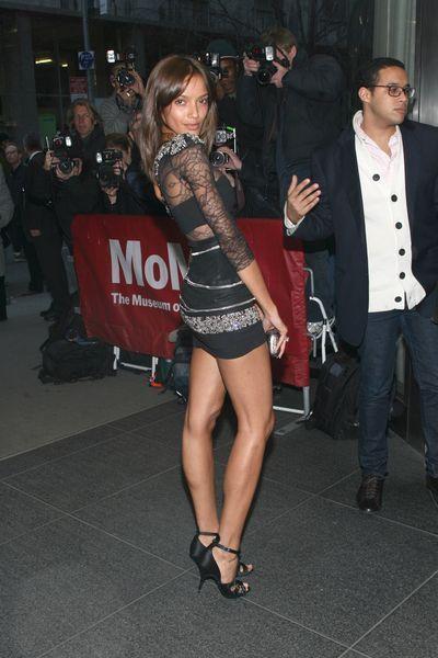 Alessandra Ambrosio w seksownej mini