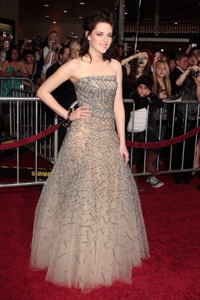 Kristen Stewart olśniła w szarości