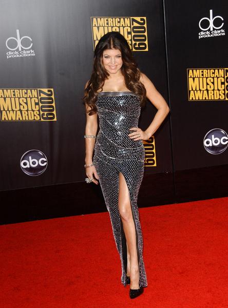 10 najlepszych kreacji American Music Awards