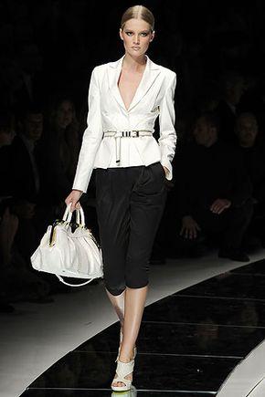 Smart casual - самый элегантный вариант стиля с романтичными элементами.