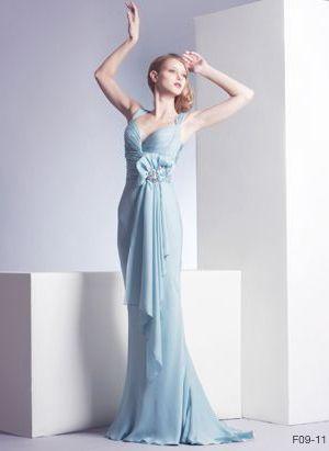 Eva Longoria w błękitnej kreacji Gustavo Cadile