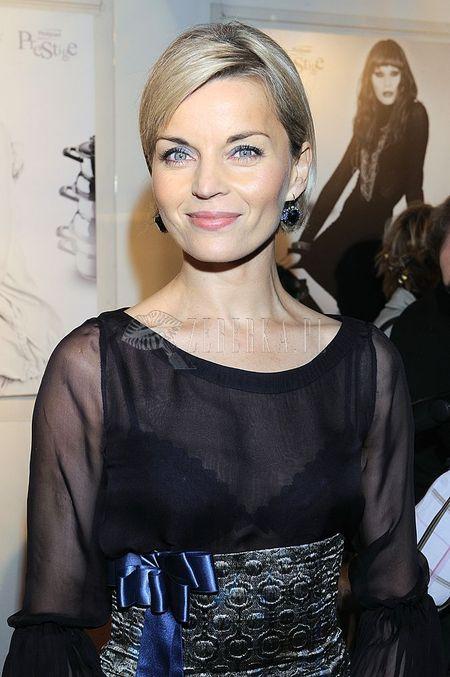 Małgorzata Foremniak w prześwitującej bluzce