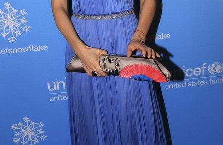 Niebieska sukienka Lucy Liu