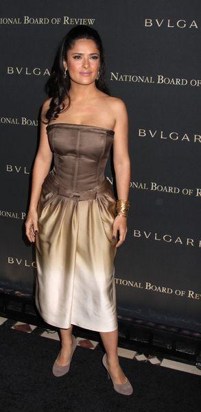 Cieniowana suknia Salma Hayek
