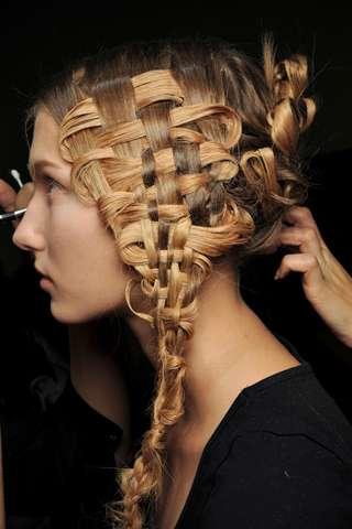 Włosy na pokazie McQueena