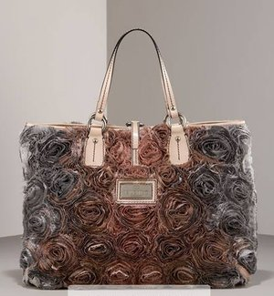 Różane torebki od Valentino