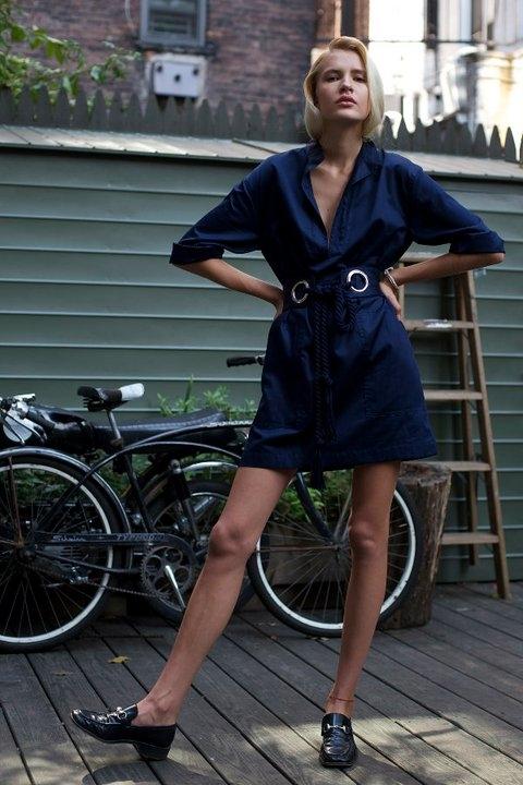...дизайнеры разработали линейку одежды в стиле 50 х - удобно и стильно.