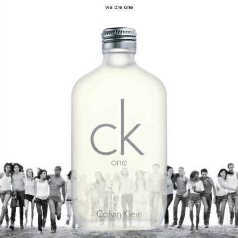 """Tłum modelek i modeli w reklamie """"One"""" od Calvina Kleina"""