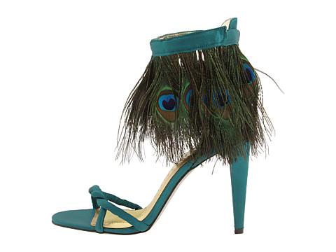 Sandały z pawimi piórkami