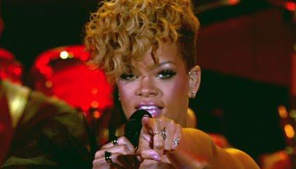 Rihanna w sukience Viktor & Rolf