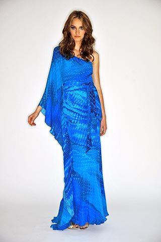 Nicole Sheridan na niebiesko