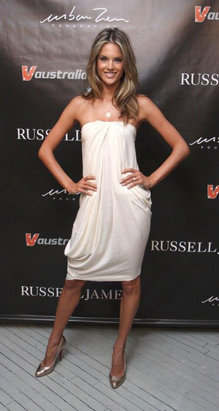 Alessandra Ambrosio – aniołek w bieli
