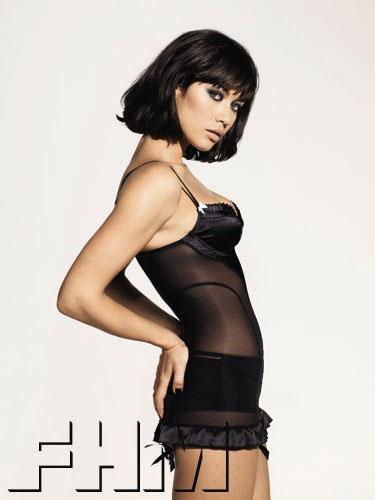 Dziewczyna Bonda dla FHM       <div class=