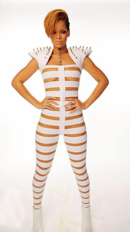 Białe paski w stylu Rihanny