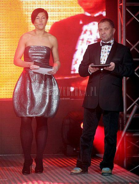 Beata Sadowska w srebrnej bombce