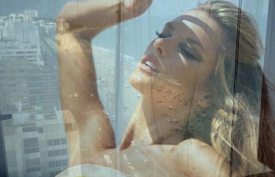 Alessandra Ambrosio dla Numero