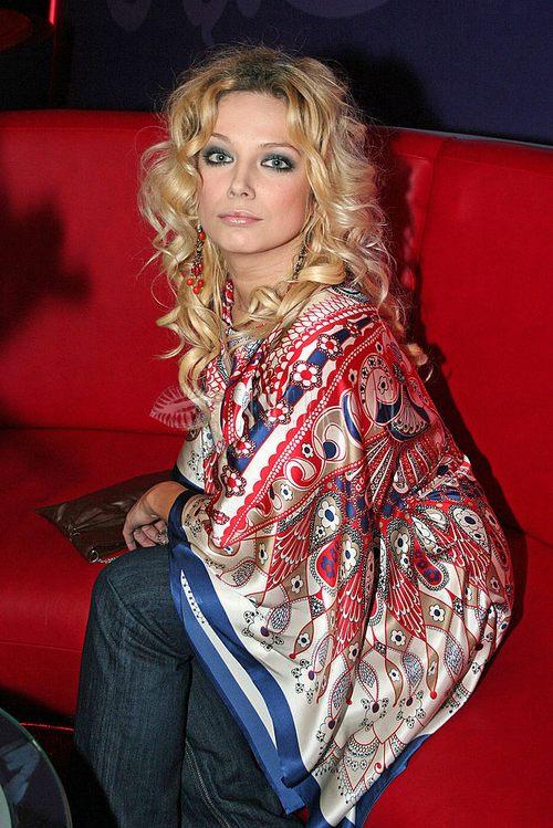 Joanna Liszowska w bluzce z chusty